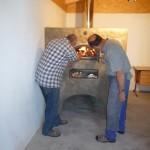 Backhaus, Juni 2012 - Anheizen des Backofens